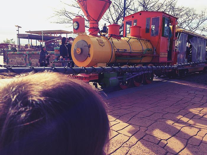 東武動物公園内を走る列車