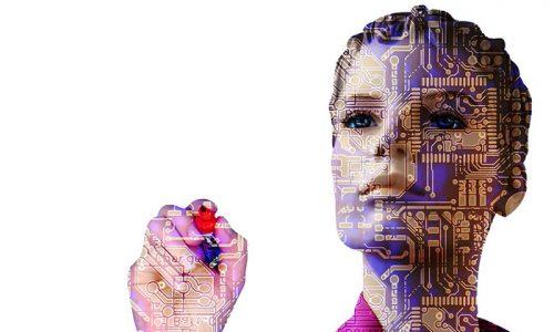 対話できるAI「Siri」「りんな」、3DCG女子高生「Saya」…ネットの世界はどうなる?